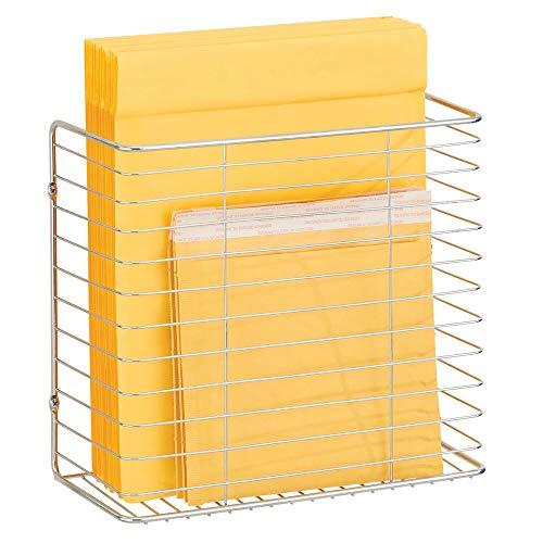 mDesign Einkaufstüten Aufbewahrungskorb für die Schranktür – wandmontierter Drahtkorb für Taschen oder Plastiktüten – Taschen Aufbewahrung aus Metalldraht – silberfarben