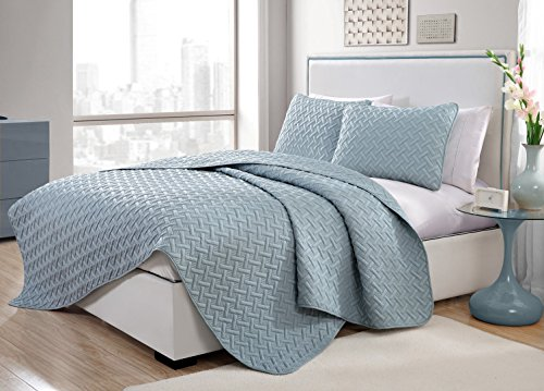 VCNY Home Nina Bedding Collection Luxury Premium Ultra Soft Quilt Coverlet, Comfortable 3 Piece Set, Modern Geometric Design For Home Hotel Decor, King, Blue