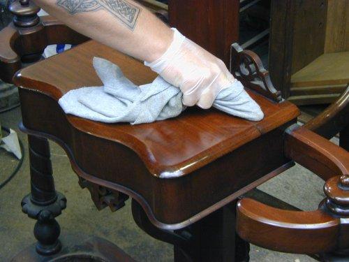 Inicio del servicio de restauración de muebles antiguos pla