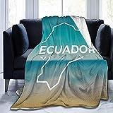 Manta de Microfibra Ultra Suave y cálida con caligrafía de Ecuador en Marco Blanco con Cielo de Playa borrosa y Fondo de océano, sofá