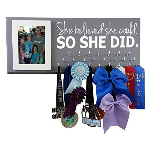 Medaillen-Display – She Believed she Could so she did – Laufen – Gymnastik – Cheerleading – Schwimmen – Fußball – Volleyball und mehr – Aufhänger für alle Medaillen