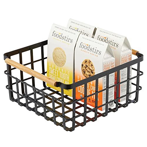 mDesign Caja multiusos de metal – Caja organizadora multifunción para cocina, despensa, etc. – Cesta de almacenaje de alambre, compacta y universal con asas de bambú integradas – negro mate