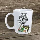 Deja de mirar mi lubina 11 oz taza de café, taza divertida, taza de pesca, taza de café divertida, taza de cerámica, regalo para pescador