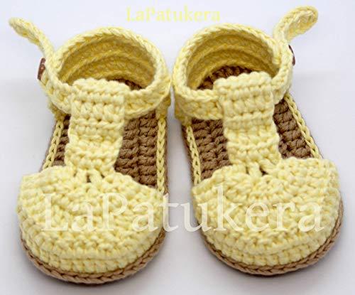 Patucos Sandalias modelo bombón para bebé de crochet, de color a elegir y suela cámel, 100% algodón, tallas de 0 hasta 9 meses, hechos a mano en España. Regalo para bebé.