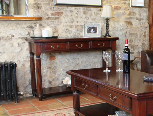 Oak Furniture House La Roque Tavolo consolle con cassetti in Mogano Scuro