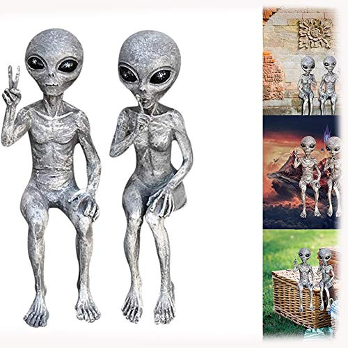 Alien Playboy and Baby Shelf Nanny Couple Martian Garden Statue'Fun Gesture','Peace Gesture' and'Finger Mouth' Alien resin statue Used for home interior decoration statues (Alien Couple)