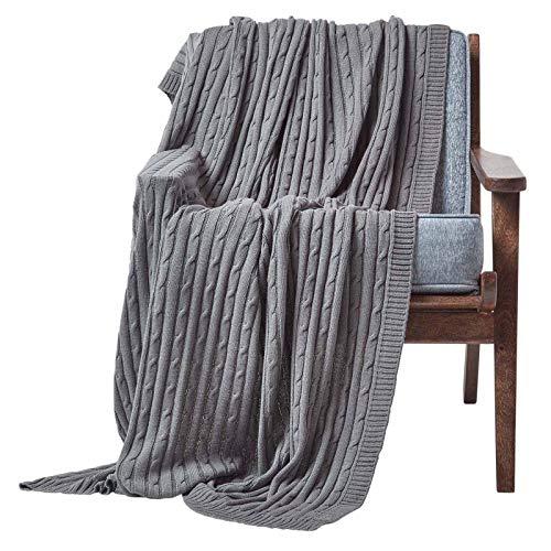 Homescapes gestrickte Tagesdecke, graue Wohndecke 150 x 200 cm, Strickdecke aus 100prozent Baumwolle mit Zopfmuster, perfekt als Sofaüberwurf, Kuscheldecke, Plaid oder Babydecke, dunkelgrau