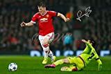 Bastian Schweinsteiger unterzeichnet Foto