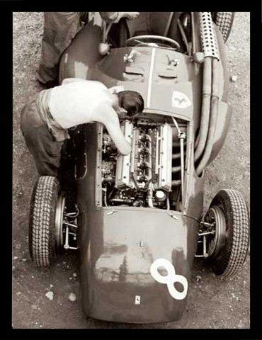 Alexander, Jesse Impression d'art Ferrari Mechanic, French GP, 1954 + accessoires de fixation Cadre en MDF noir