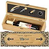 Maverton Weinbox für 0,7L Weinflasche - Wein Holzbox personalisiert + 4er Weinzubehör - Weinset Weinkiste - aus Bambus - Braun - Geschenk zum Hochzeitstag Paare - Vielen Dank