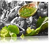 Knackiger Salat und Kräuter schwarz/weiß Format: 120x80