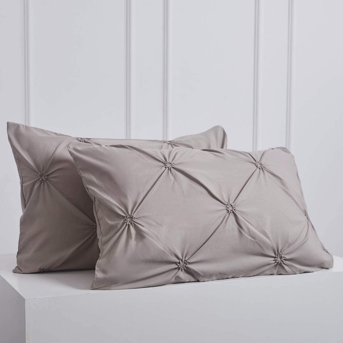 Raytrue-X Pillow Cases Standard Size, Microfiber Pillow Shams of 2 Pack, Silver Grey Pillowcases, Pinch Pleated Pillow Covers Home Decoration 20x26 inches