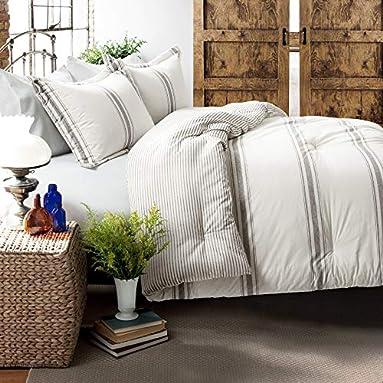 Lush Decor Comforter for a Farmhouse Bedroom