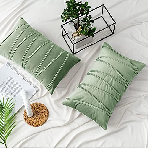 UPOPO Juego de 2 fundas de cojín de terciopelo, decorativas de un solo color, a rayas, para sofá, dormitorio, salón, con cremallera, 30 x 50 cm, color verde claro