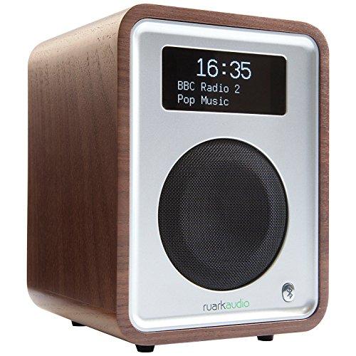 la terza generazione della classica radio da tavolo sistema audio compatto e pulito look rinnovato e moderno costruzione di base in legno
