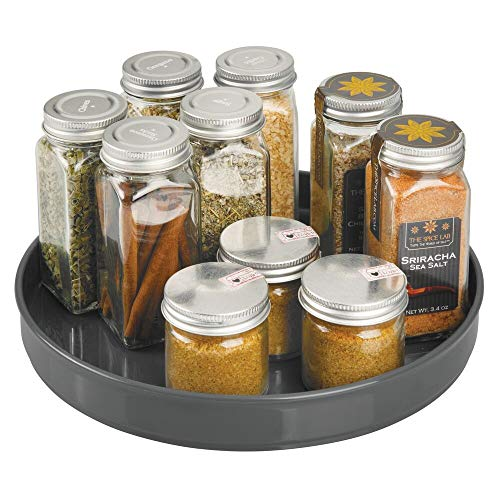 mDesign Plato giratorio para estantes de cocina – 22,9 cm de diámetro – Práctico soporte para especias para los armarios de la cocina – Especiero giratorio de plástico – gris antracita
