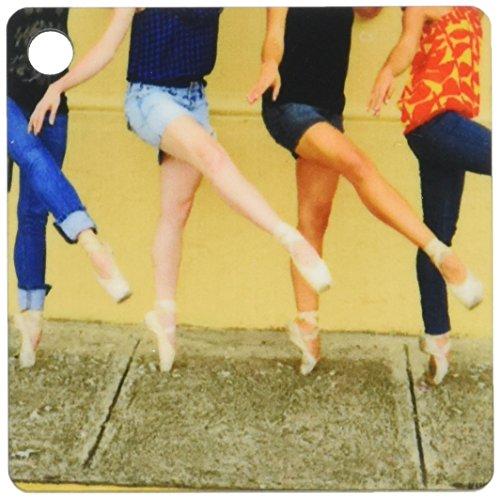 3dRose foto Professionele Ballerina's aangekleed met Straat Kleding Maar het dragen van Ballet Schoenen Sleutelhanger, 6 cm, Varies