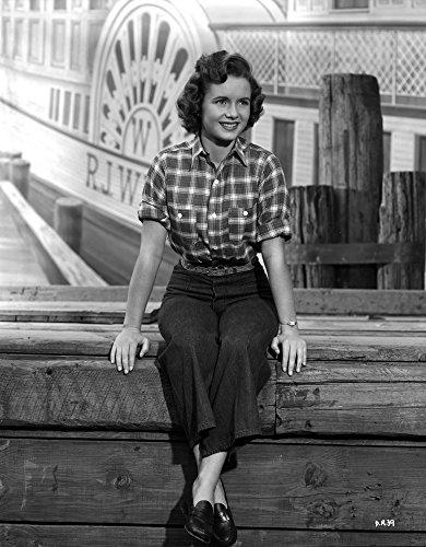 Celebrity Photos Debbie Reynolds Wearing Plaid Top and Black Plants Photo Print (20,32 x 25,40 cm)