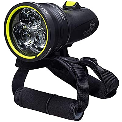 Light & Motion Sola Dive Pro 2000. The Dive Pro Combines a Powerful Output with an Extended runtime, Featuring a penetrating 8° spot Beam for Effective signaling Even in challenging Visibility, Black