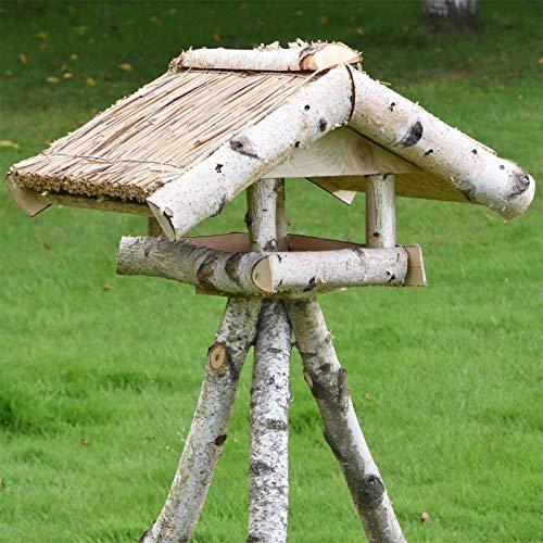 """VOSS.garden Reetdach-Vogelhaus """"Holm"""" inklusive Ständer, aus Birkenholz, für Gartenvögel und Wildvögel, Vogelhäuschen Futterhaus"""