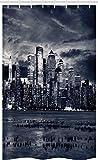 ABAKUHAUS Stadt Schmaler Duschvorhang, Dramatische Ansicht NYC Skyline, Badezimmer Deko Set aus Stoff mit Haken, 120 x 180 cm, Weiß & Schwarz