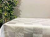 MadeInNature Nappe très épaisse imprimé, protège Table Type Gomme 2mm Tailles et Motifs au Choix, Nappe Anti-Tache (140x140 cm, 2 Géométrique)