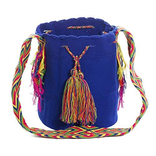 Wayuu Auténticos bolsos, hechos a mano con ayuda de pequeña maquinaria por las tribus aborígenes, e importados directamente desde la Península de la Guajira sobre el Mar Caribe Colombiano.