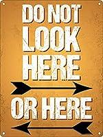 ここもここも見ないで メタルポスタレトロなポスタ安全標識壁パネル ティンサイン注意看板壁掛けプレート警告サイン絵図ショップ食料品ショッピングモールパーキングバークラブカフェレストラントイレ公共の場ギフト
