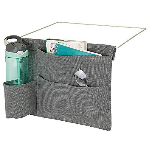 mDesign Betttasche zum Einhängen – geräumiger Nachttisch Organizer aus Baumwolle – mit 4 Taschen – praktische Hängeaufbewahrung für Wasserflasche, Fernbedienung, Tablet, Armbanduhr & Co. – dunkelgrau