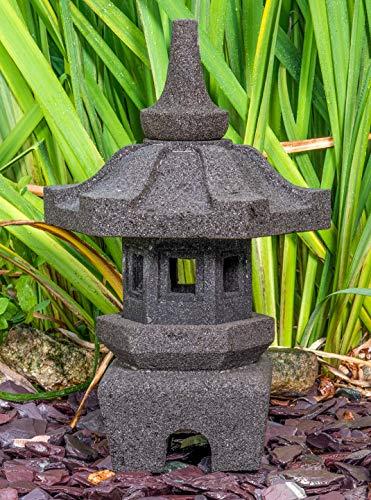 IDYL Stein-Laterne Leuchte Yukimi aus Lavastein - frostfest - Höhe 50 cm - Dekoration für Garten/Wohnraum/Wintergarten - Teelicht geeignet