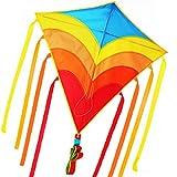 Diamond Kite - Cometa arcoíris para niños y adultos, incluye cinta de colores, cola larga, línea de cometa y bobina de fácil deslizamiento, los mejores juguetes de playa para verano divertido con la familia, gran cometa para niños y cometa principiante, azul