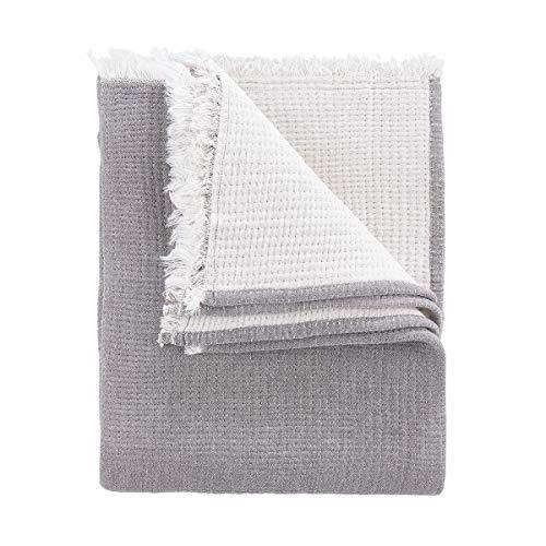 Butlers Cocoon - Decke L 170 x B 130 cm - Tagesdecke in Dungelgrau-Creme - auch als Schlafdecke oder Sofadecke geeignet