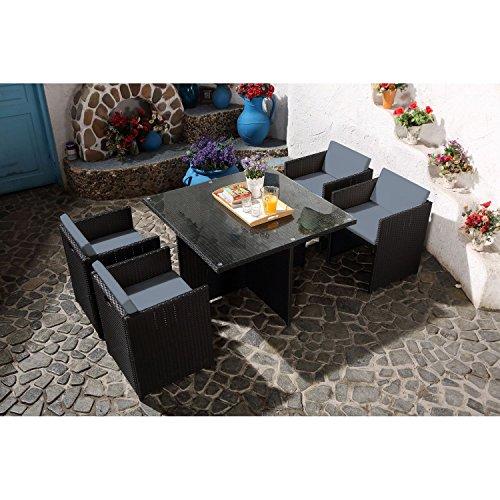CONCEPT USINE - Salon De Jardin Miami 4 Personnes en Résine Tressée Noir Poly Rotin - 1 Table en Verre - 4 Fauteuils - Coussins Gris - Encastrable, Résistant, Imperméable