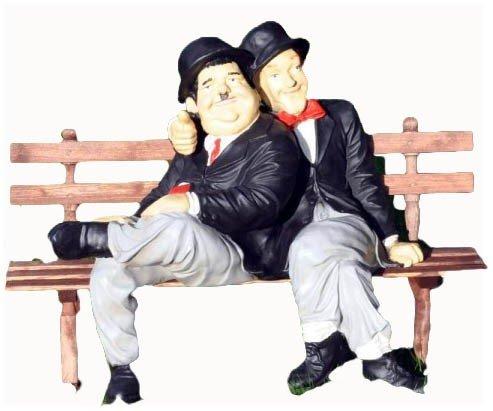 Stan & Ollie - Dick und Doof auf Bank für den Garten
