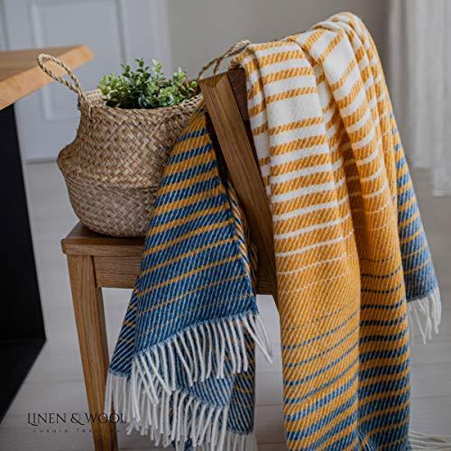 Linen & Cotton Flauschige Warme Decke Wolldecke Bunt Wohndecke Kuscheldecke Boho - 100% Reine Neuseeland Wolle, Blau Senfgelb (130 x 170cm) Couchdecke Sofadecke Plaid Couch Sofa Schurwolle Lammwolle