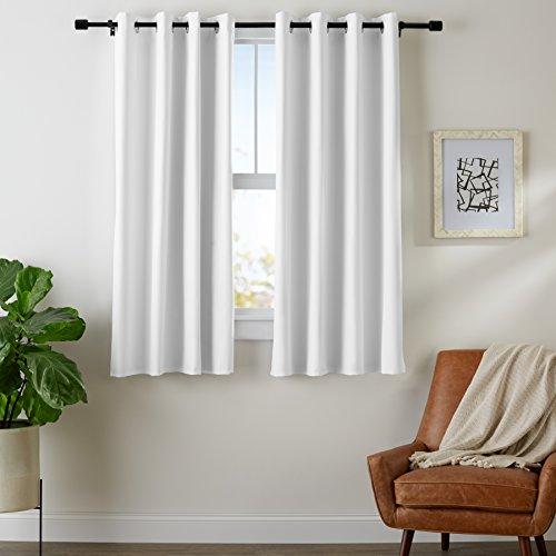AmazonBasics - Juego de cortinas que no dejan pasar la luz, con ojales,  182 x 168 cm, Blanco