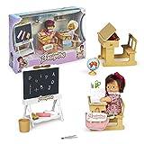 los Barriguitas - Escuela, juguete cole barriguitas clásicas, incluye 2 escritorios o pupitres, una pizarra y tizas, muñeca bebé de siempre y accesorios como cuadernos y lápices, Famosa (700016656)