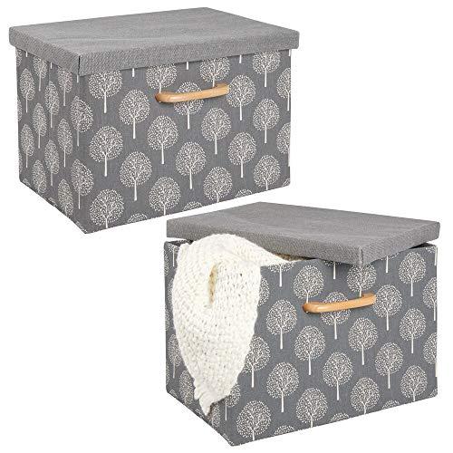 mDesign Juego de 2 cajas organizadoras – Caja apilable con estructura suave, tapa y asa de madera – Organizador de armario plegable en poliéster con dibujo de árboles, para baño y dormitorio – gris