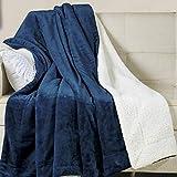 Wavve Manta Sherpa Franela Reversible 130x150 cm, Manta Polar Pequeña para Cama 80, Manta Felpa de Sofá, 100% Microfibra, Suave, Caliente, Transpirable para Hogar, Oficina, Viaje (Azul Marino)