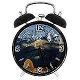 SanJIUCOM Reloj Despertador Digital Vista panorámica de Snowy GrMountains Cabaña de Madera rústica de cabaña primitiva Adecuado para Estudio de Dormitorio de Oficina