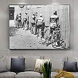 Bicicleta hombre orinando en la carretera foto antigua cartel e impresiones retro lienzo pintura en la pared imagen artística para decoración de habitación 30x40 cm (12'x 16') sin marco