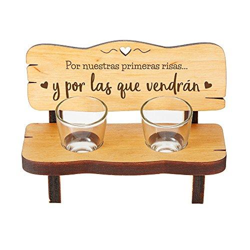 Casa Vivente – Banco con 2 Vasos de Chupito – por Nuestras Primeras Risas y por Las Que Vendrán – Pequeño Banco con Chupitos – Regalo Original para Parejas – Regalos para Hombres y Mujeres