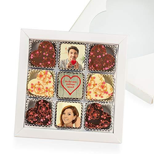 SchokoFoto | Pralinenbox mit 3 personalisierte Pralinen und 6 Herz Pralinen | Füllungen: Nougat, Karamell, Passionsfrucht | Mit Herzdeckel