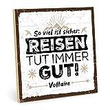 TypeStoff Holzschild mit Spruch – SO VIEL IST SICHER: Reisen – im Vintage-Look mit Zitat als Geschenk und Dekoration (Größe: 19,5 x 19,5 cm)