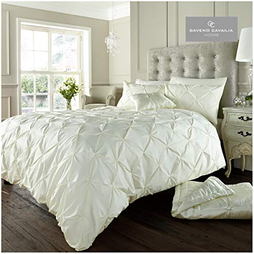 Gaveno Cavailia Signature Alford Duvet Set King Size, Easy Care Pintuck Bedding, Hypoallergenic Polyester-Cotton Ultra Soft Quilt Cover and 2 Pillowcases, Cream