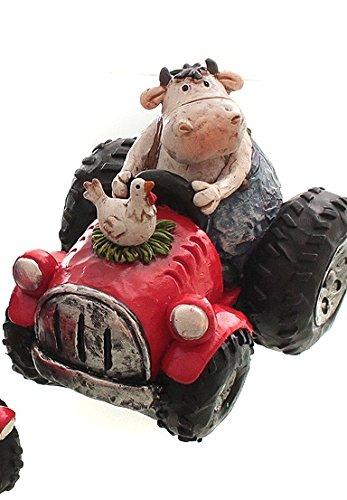 Dio Kuh auf Traktor mit Huhn, eine Hand am Steuer, rot/blau/creme, Poly, 11x9x9 cm