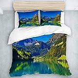 Set copripiumino 3 pezzi, montagna delle Alpi svizzere e foresta di prati con lago tranquillo anche piccolo villaggio antico, per bambini adolescenti adulti