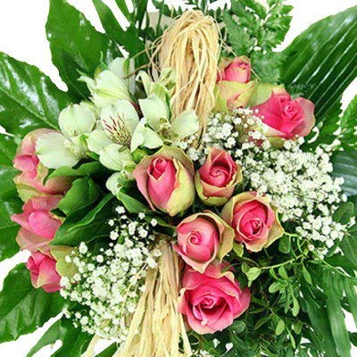 Geburtstagsblumenstrauß - Kreativ gebunden mit grün-rosa Rosen