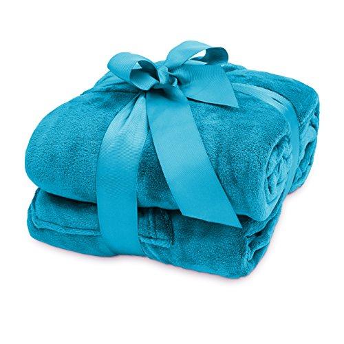 Lumaland TV Kuscheldecke mit Ärmeln aus weichem Coral Fleece mit Handytasche 170 x 200 + 50 cm Fußtasche himmelblau