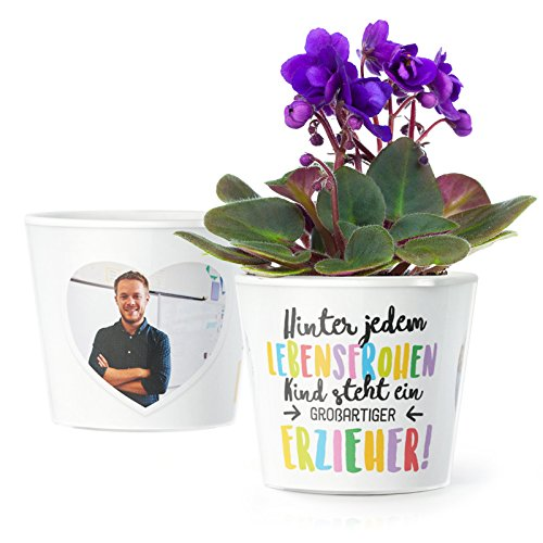 Facepot Erzieher Geschenk Blumentopf (ø16cm) | Zum Kita Abschluss oder Geburtstag mit Rahmen für Zwei Fotos (10x15cm) | Hinter jedem lebensfrohen Kind Steht eine großartiger Erzieher!